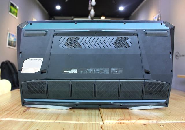 Một điểm độc đáo của Acer Predator 21X đó là 5 quạt tản nhiệt, trong đó 3 quạt cánh mỏng AeroBlade cùng hệ thống 9 ống dẫn nhiệt. Đảm bảo giúp làm mát thiết bị và tạo ra hiệu suất xử lý tốt hơn.