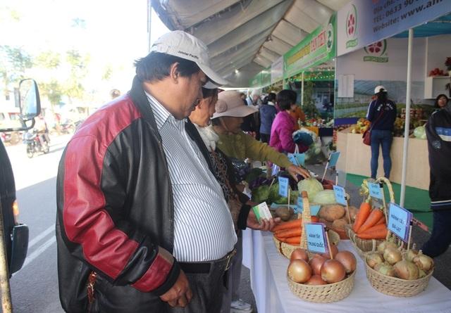 Không gian hội chợ rau, hoa tại các mùa Festival thu hút rất nhiều khách tham quan