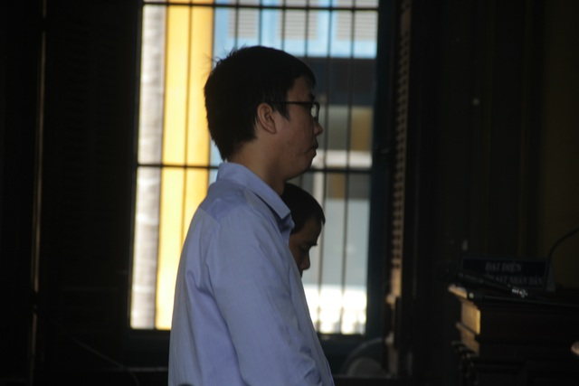 Đại diện ủy quyền của bà Diệp Thảo và ông Nguyên Vũ trình bày tại tòa.