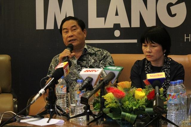 Bác sỹ Nguyễn Trọng An - nguyên Phó Cục trưởng Cục bảo vệ, chăm sóc trẻ em (trái) trao đổi tại buổi toạ đàm