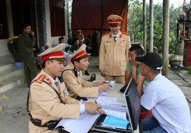 Trong ngày đầu tiên ra quân, lực lượng CSGT đã lập biên bản xử phạt 106 trường hợp, trong đó có 72 xe khách