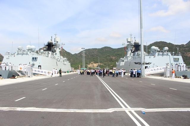 Biên đội 3 tàu Hải quân Trung Quốc vào tháng 10/2016 đã có chuyến thăm Cảng quốc tế Cam Ranh với thủy thủ đoàn gần 750 người