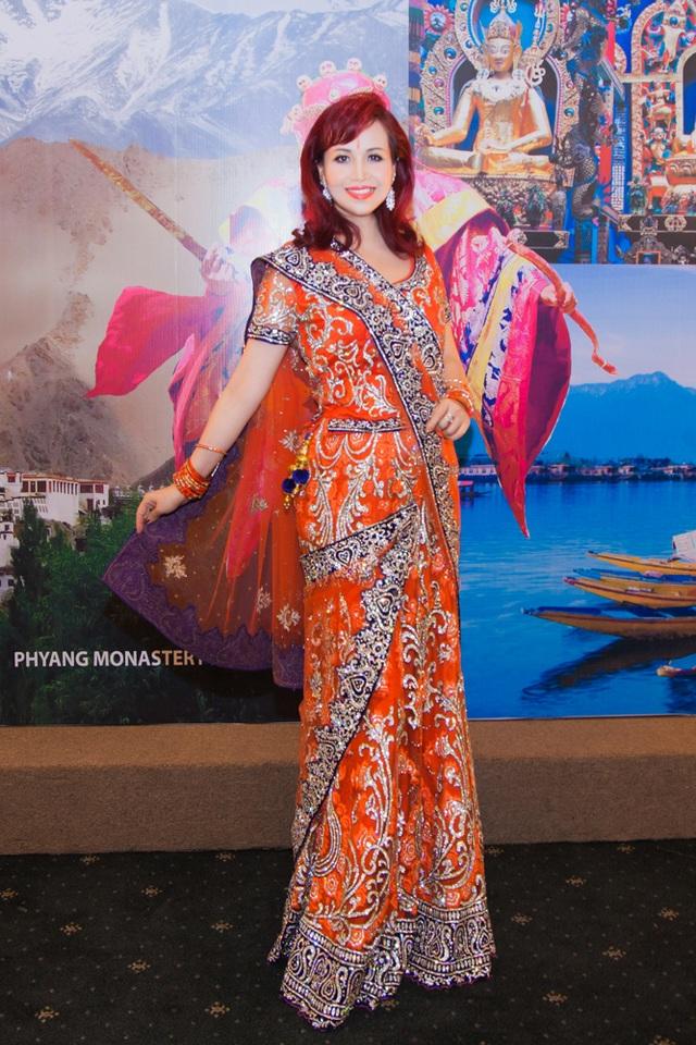 Hoa hậu biết 5 thứ tiếng gây chú ý khi xuất hiện cùng chồng người Ấn Độ - 8