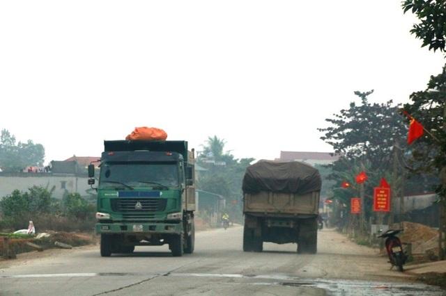 Tình trạng xe quá tải gây nhức nhối thời gian dài trên tỉnh lộ 479 nhưng đến nay các ngành chức năng, chính quyền địa phương vẫn chưa thể dẹp bỏ.