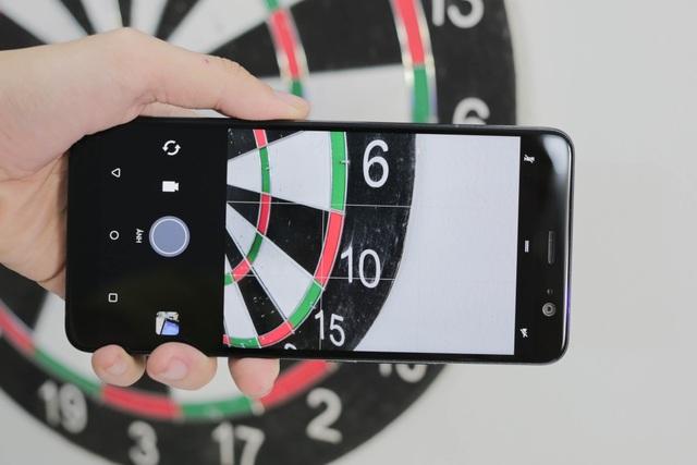 Trên U11 Plus, HTC trang bị khả năng lấy nét tự động theo pha toàn cảm biến và công nghệ HDR Boost giúp những bức ảnh động trở nên đẹp hơn.