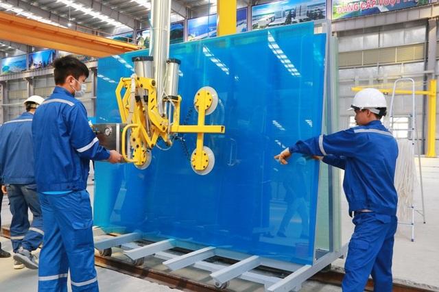Ngoài kính trắng, Nhà máy kính CFG Ninh Bình còn sản xuất nhiều loại kính khác nhau, giá cả hợp lý, chất lượng cao, cung ứng ra thi trường góp phẩn bình ổn giá kính trong nước.