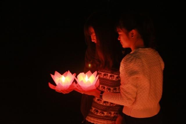 """Tam Cốc – Bích Động """"bừng sáng"""" trong đêm hội mừng năm mới 2018 - 13"""