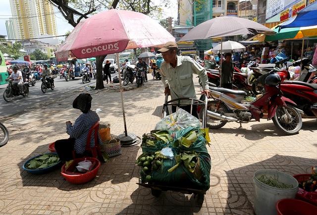 Trầu cua được lấy chủ yếu từ vùng Bà Điểm, ngoài ra còn nhập các loại trầu cau từ miền Tây, Quảng Ngãi...