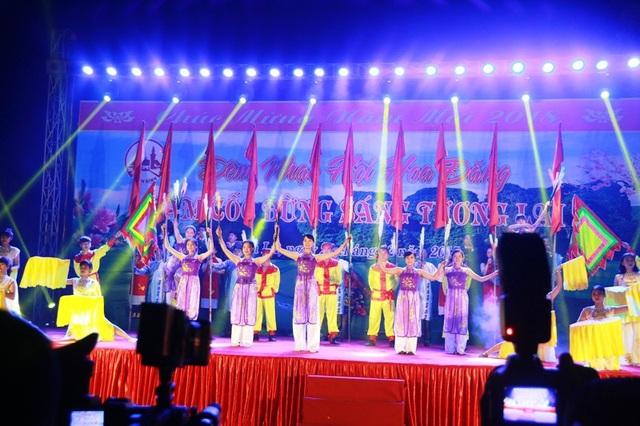 Đêm nhạc hội hoa đăng Tam Cốc bừng sáng tương lai chào đón năm mới 2018.