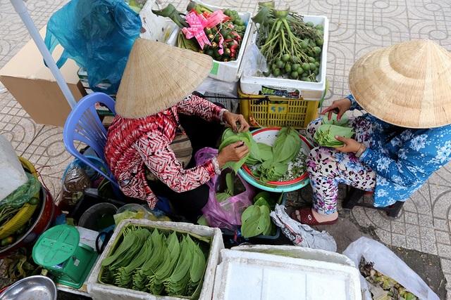Chợ trầu cau hoạt động từ sáng đến chiều.