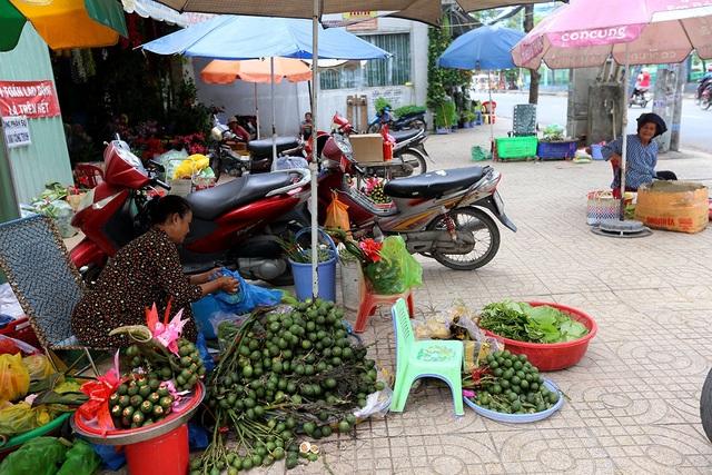 Chợ trầu cau nằm trên đường Lê Quang Sung, quận 6, TPHCM đã tồn tại hơn nửa thế kỷ.