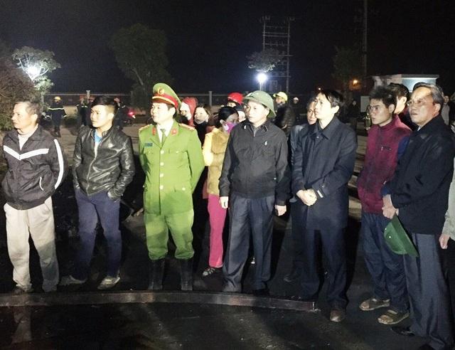 Ông Nguyễn Đức Quyền - Phó chủ tịch UBND tỉnh Thanh Hóa và Đại tá Lê Văn Cửu - Giám đốc Cảnh sát PCCC Thanh Hóa có mặt tại hiện trường chỉ đạo công tác tìm kiếm và khắc phục hậu quả