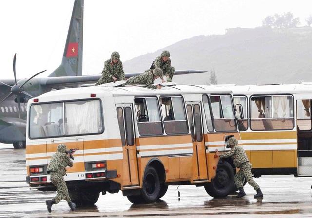 1.000 người thuộc các lực lượng công an, quân đội và các đơn vị liên quan đã tham gia lễ diễn tập