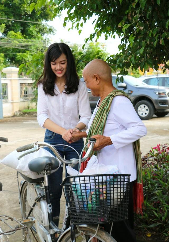 Hoa hậu Đại Dương và Á khôi Nam bộ trao quà cho bà con Khmer nghèo - 6