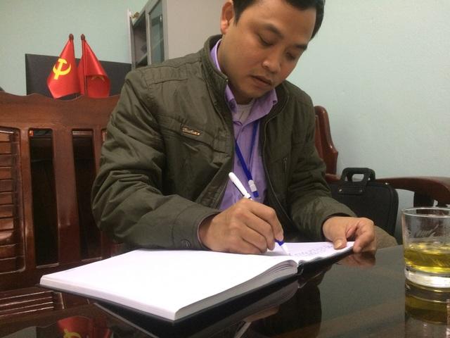 Ông Nguyễn Quang Minh - Chủ tịch UBND xã nhấn mạnh: Sẽ quan tâm và xem xét cho gia đình anh Hòa trong thời gian tới nếu xã có quỹ đất.