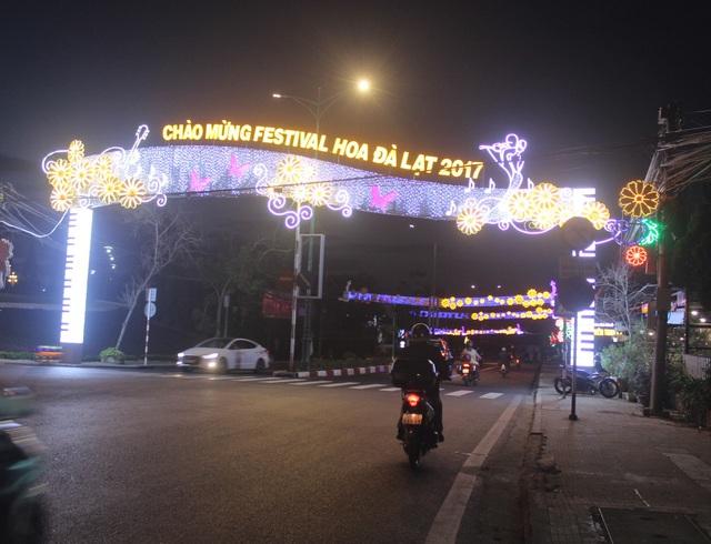 Đường phố Đà Lạt được trang trí rực rỡ chuẩn bị cho lễ hội
