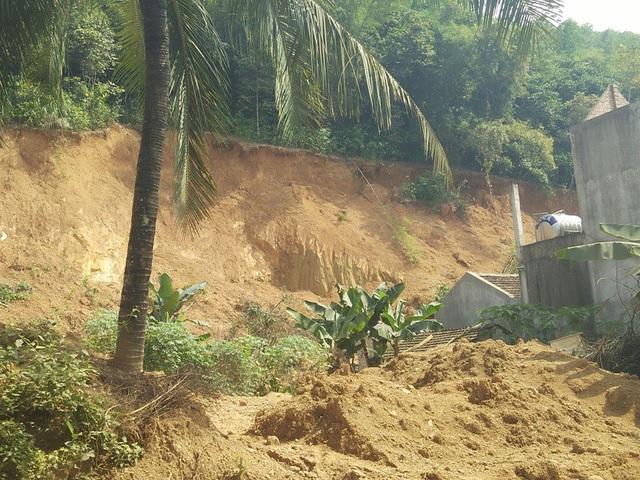 Đất tặc bủa vây quanh nhà dân
