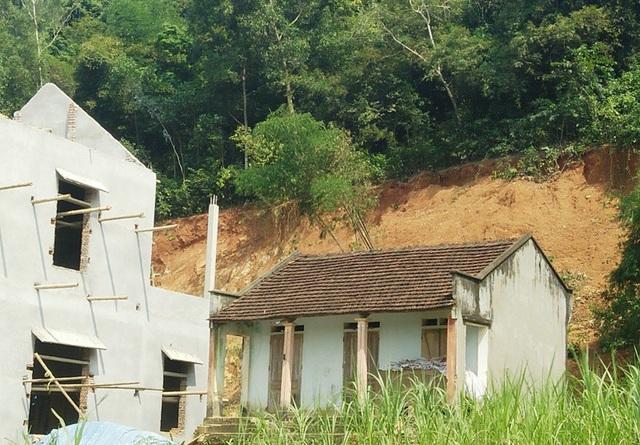 Tình trạng sạt lở xuất hiện sau khi khai thác đất
