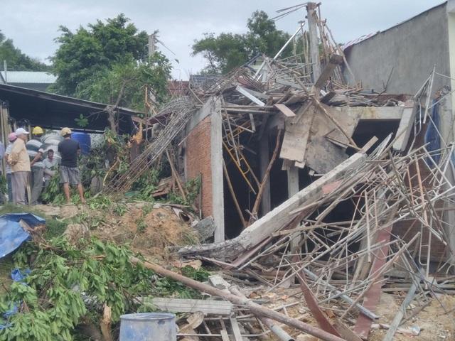 Hiện trường vụ tai nạn làm một người chết và 4 người khác bị thương