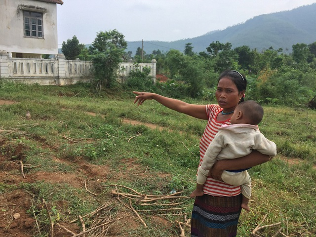 Mảnh đất của chị Khun sẽ là nơi để xây dựng điểm trường khang trang cho các cháu mầm non trong bản Khe Ngát