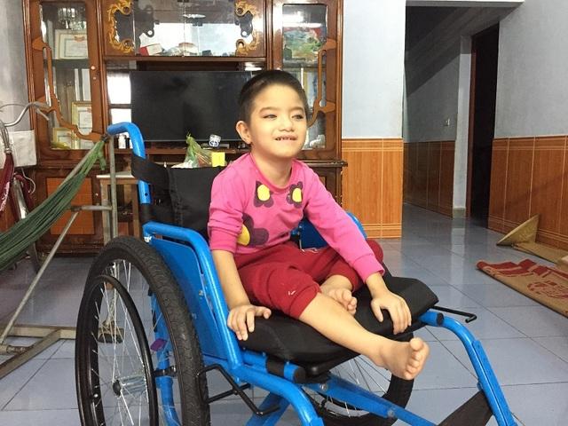 Cô bé Thanh Trúc sinh ra đã mang trong mình rất nhiều chứng bệnh