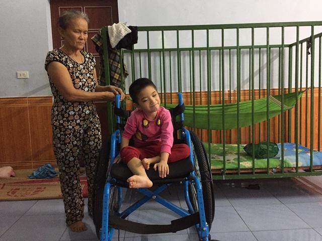 Với sự ủng hộ của bạn đọc Dân trí, gia đình Thanh Trúc đã có thể vững tin hơn trên hành trình chữa bệnh cho cô bé 6 tuổi tội nghiệp