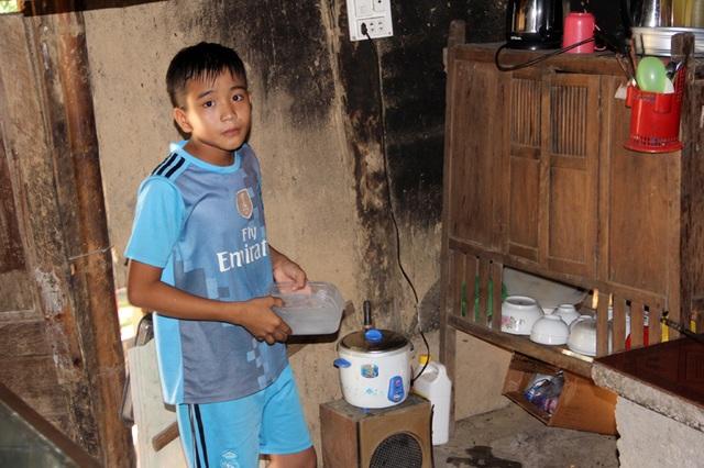 Em Ninh rất cần sự sẻ chia của các tấm lòng gần xa, để em có thêm kinh phí lo toan thuốc men cho mẹ và nuôi hi vọng tiếp tục được đến trường theo học.