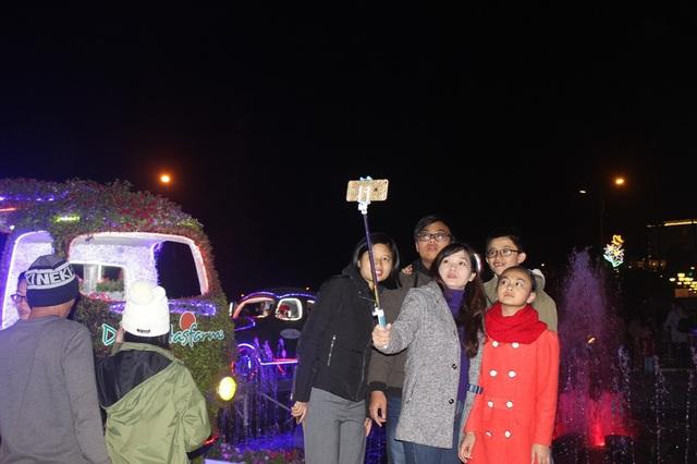 Du khách chen chân tại chợ Đà Lạt đêm giao thừa - 12