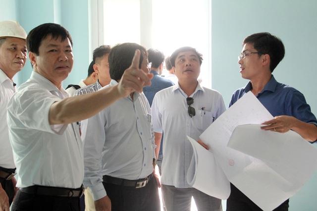 Ông Phan Thăng Long, Phó BQL KKT tỉnh phụ trách KKT Cầu Treo lo ngại, tòa nhà sẽ phải tốn kém rất nhiều tiền điện một khi đưa vào sử dụng.