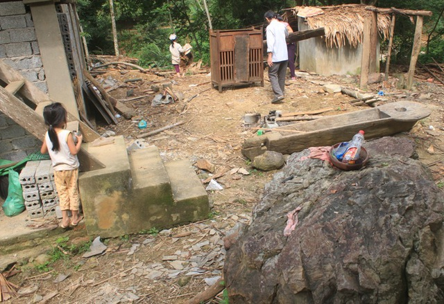 Nguy cơ đá lăn đe dọa đến sự an toàn của hàng chục hộ dân bản Mướp, xã Hồi Xuân, huyện Quan Hóa