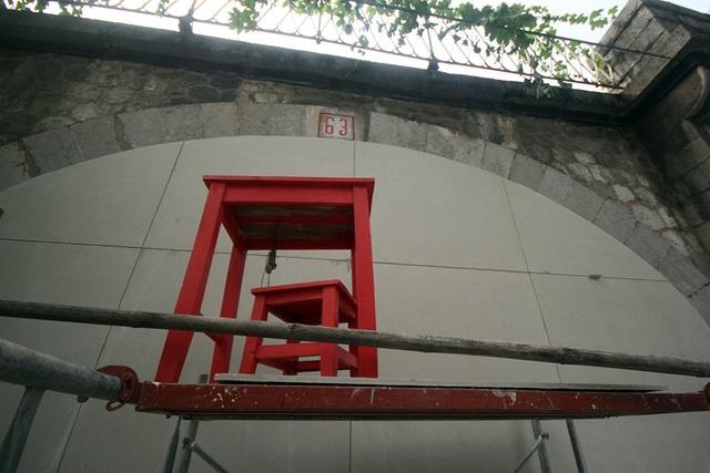 Dự án Bích họa trên phố Phùng Hưng được thực hiện trên cơ sở chương trình Đưa nghệ thuật vào không gian sống do Chương trình định cư con người Liên hợp quốc (UN-Habitat), Quỹ giao lưu quốc tế Hàn Quốc (Korea Foundation) phối hợp với UBND quận Hoàn Kiếm triển khai thực hiện.