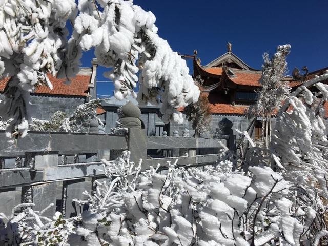 Hình ảnh băng tuyết tuyệt đẹp phủ trắng Fansipan - 1