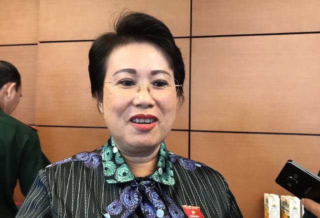 Bà Phan Thị Mỹ Thanh – Phó Bí thư Tỉnh ủy Đồng Nai chia sẻ với báo chí bên hành lang Quốc hội