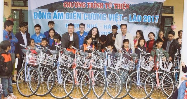Tặng 30 xe đạp cho học sinh tiểu học tại xã học giỏi, có hoàn cảnh khó khăn giúp các em có phương tiện đi học, ngoài ra cũng là công cụ giúp gia đình kiếm thêm thu nhập.