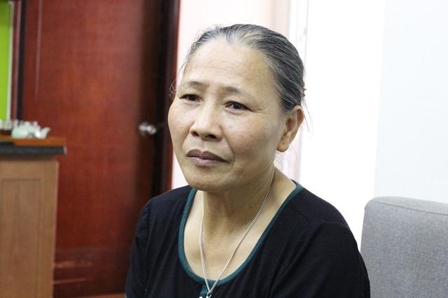 Bà Đông cảm ơn các nhà hảo tâm đã tặng con trai món quà quý giá và ý nghĩa.