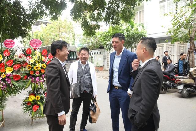 Diễn viên Bình Minh lịch lãm đến khai trương cửa hàng thời trang - 1