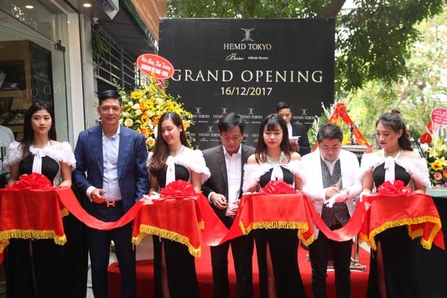 Diễn viên Bình Minh lịch lãm đến khai trương cửa hàng thời trang - 6