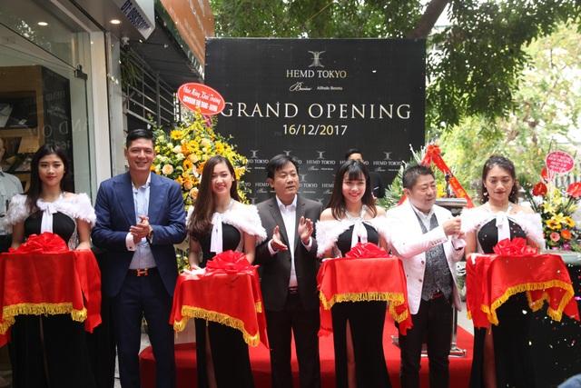 Diễn viên Bình Minh lịch lãm đến khai trương cửa hàng thời trang - 7
