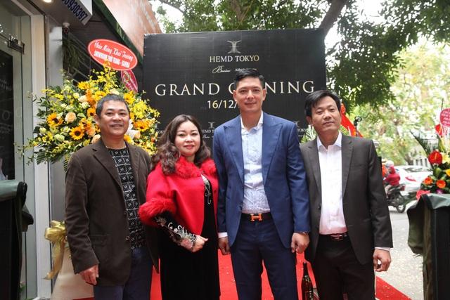 Diễn viên Bình Minh lịch lãm đến khai trương cửa hàng thời trang - 2