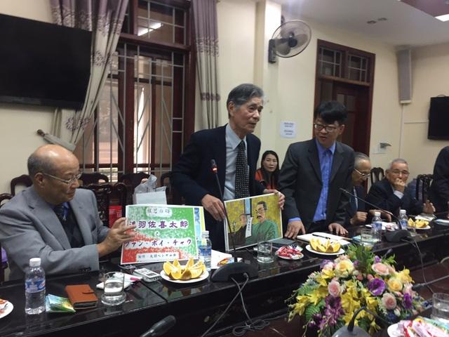 Các đại biểu chia sẻ tại hội thảo về cuộc đời sự nghiệp của chí sĩ yêu nước Phan Bội Châu.