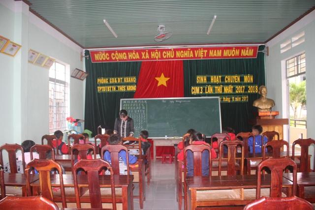 Thiếu phòng học, các thầy cô phải nhường phòng hội đồng để cho các em học