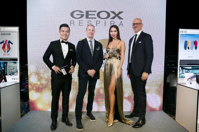 MC Thiên Vũ,Ông CAREY ZESIGER - Head of Business Development Golden Summer Fashions,Siêu Mẫu Hà Anh, ÔngMAURO MALTA Managing Director Asia Pacific GEOX Asia Pacific LTD