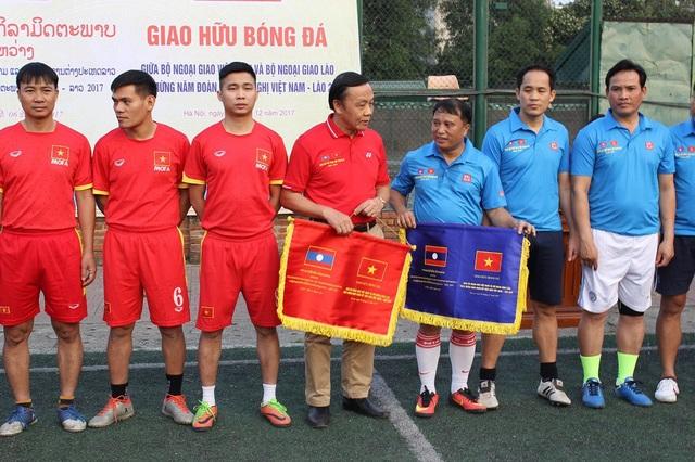 Giao lưu bóng đá Bộ Ngoại giao Việt Nam - Lào năm 2017 - 6