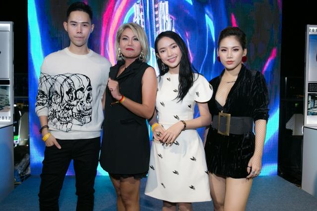 Nhà thiết kế Lâm Gia Khang, Nguyễn Ngọc Châu Director công ty Thời Trang Hạ Vàng, Fashionista Châu BÙi, Ca sĩ Yến Lê