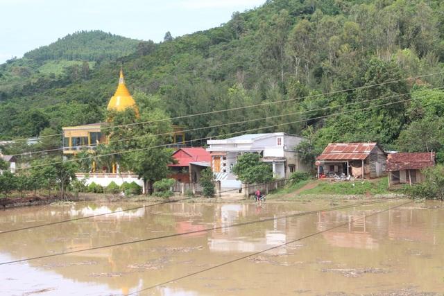 Nước ngập lênh láng tại huyện Krông Bông