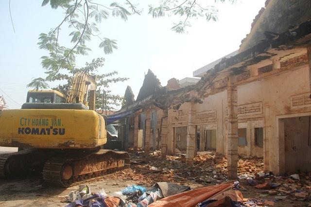 Nguyên nhân ban đầu được xác định do đơn vị thi công nóng vội triển khai khâu phá dỡ công trình