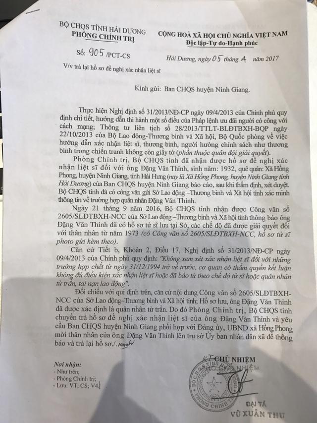 Phòng Chính trị BCH quân sự tỉnh Hải Dương chỉ căn cứ vào công văn số 2605/SLĐTBXH-NCC của Sở LĐTB&XH tỉnh Hải Dương trả lời đã báo tử công nhận là tử sĩ đồng thời căn cứ vào Nghị định 31/2013/NĐ-CP của Chính phủ là không đủ điều kiện công nhận là liệt sĩ, xong phòng Chính trị BCH quân sự tỉnh Hải Dương lại bỏ qua công văn số 1369/QL-QSCS ngày 09/6/2016 của Cục Quân lực/Bộ Tổng tham mưu do Thiếu tướng Lê Quang Chính ký.