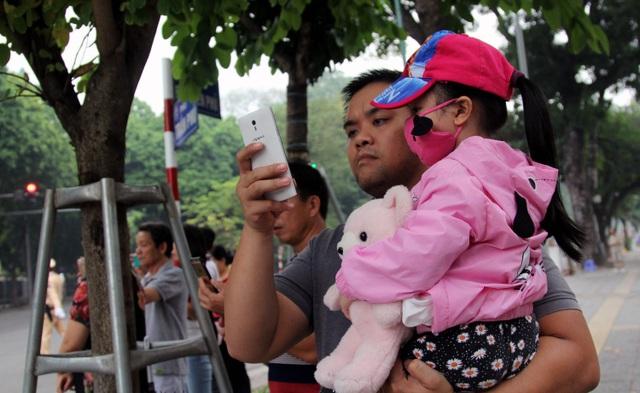 """Người Hà Nội háo hức xem xe """"quái thú"""" của Tổng thống Trump trên phố - 6"""