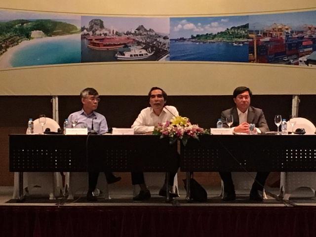 Thứ trưởng Nguyễn Văn Trung (giữa) chủ trì hội thảo.