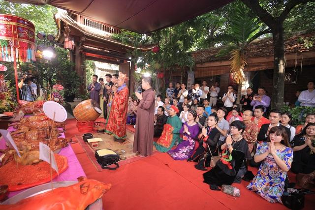 Đông đảo nghệ sỹ tề tựu trong lễ giỗ tổ nghề sân khấu ở Thiên Trường vọng phủ.